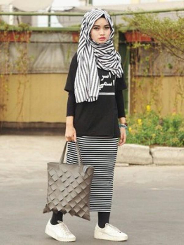 Baju Muslim Terbaru Menggunakan Kaos Untuk Ke Kampus Siapa Takut
