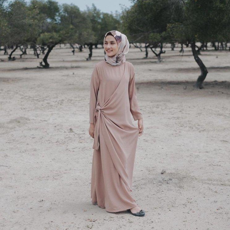 Model Baju Syari Pesta dengan Aksen Ikat