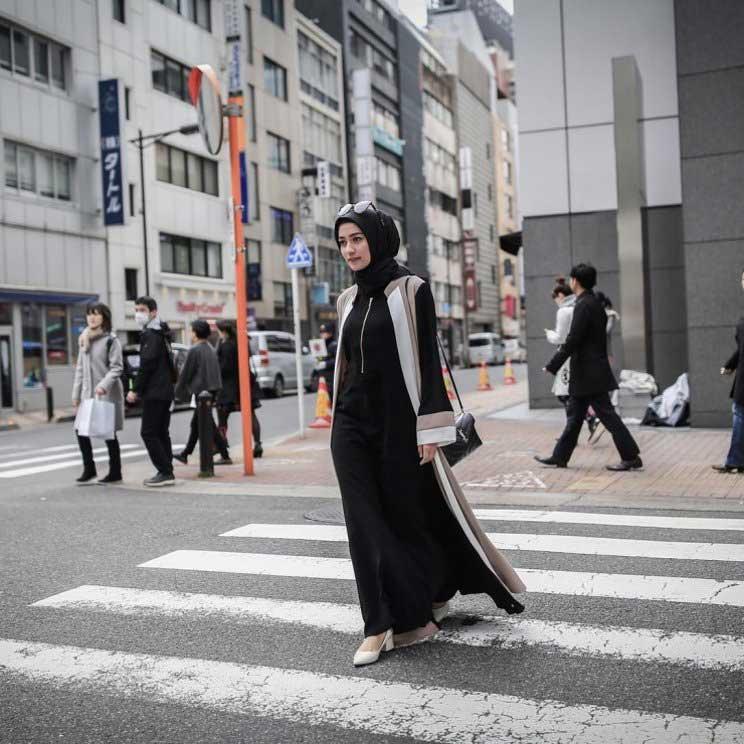 Model Baju Syari Pesta dengan Perpaduan Long Outer Simple