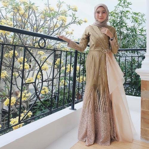 Model Busana Muslim Gaun Terbuka
