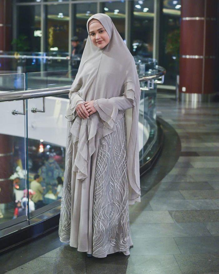 Model Gamis Syari Pesta dengan Ruffle Terbaru